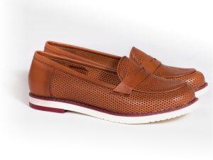 کفش چرمی با رویه سوراخدار