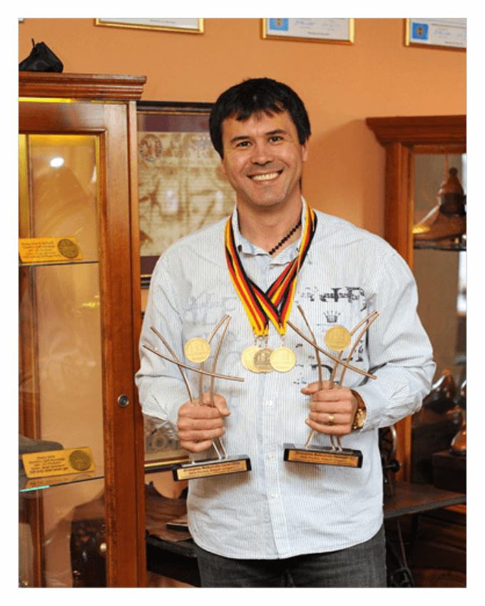 آتیلا کوواچس (Attila Kovács) استاد، کفش دست دوز در مجارستان