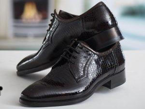 کفش چرمی مردانه با طرح مشبک با چرم ورنی قهوه ای سیر
