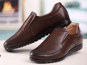 تصویر کفش طبی مردانه با رویه چرمی و کفی لاتکس سبک