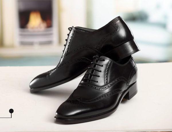 کفش چرمی مردانه هشت ترگ دست دوز سی سی با رویه گاپی و زیره چرم گاومیش و آستر چرم بزی رنگ مشکی