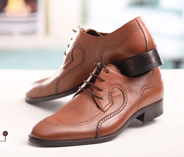 کفش چرمی دست دوز سنتی تبریز با پوست گاوی و زیره چرمی رنگ عسلی