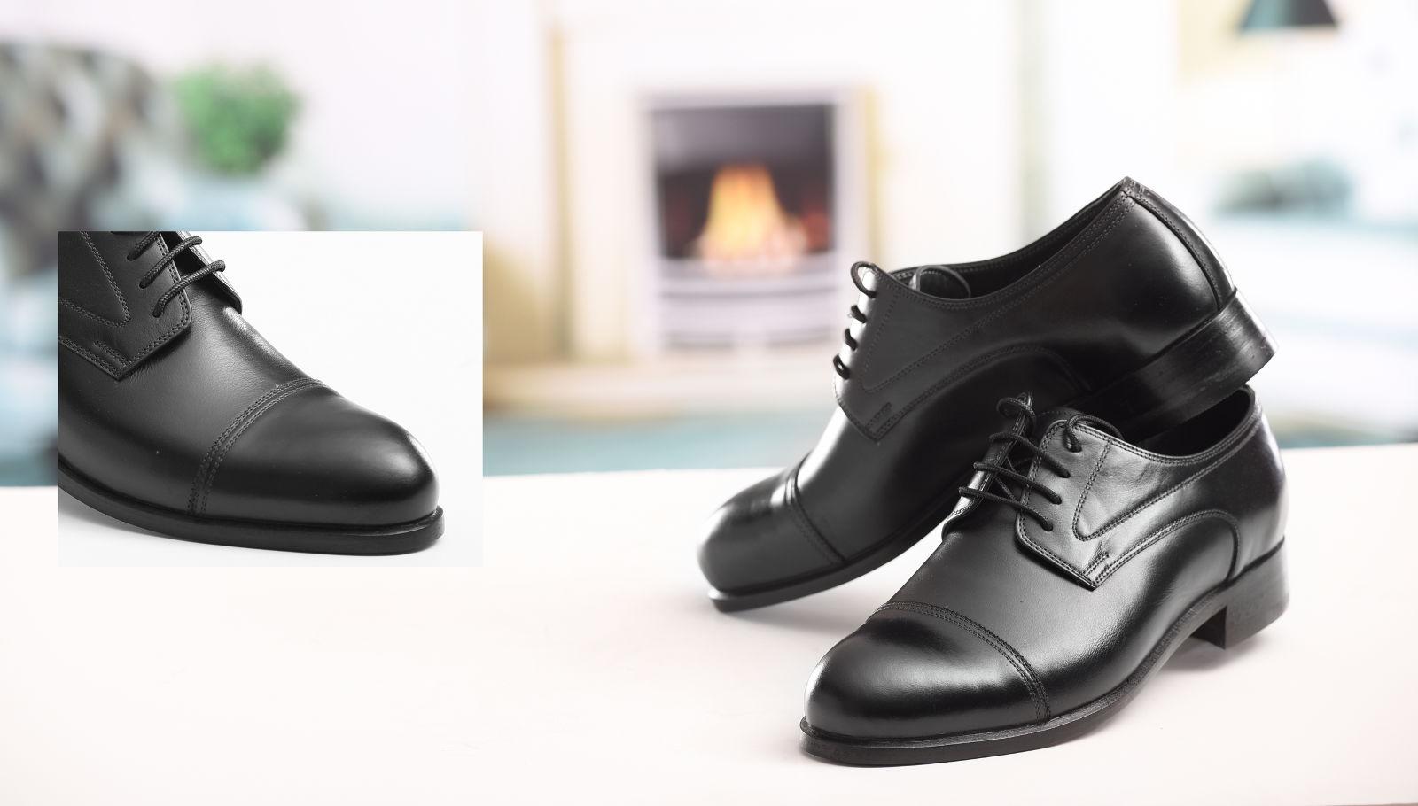 تصویر بزرگ کفش مردانه چرمی با چرم ساده و پنجه طرح دار ساده