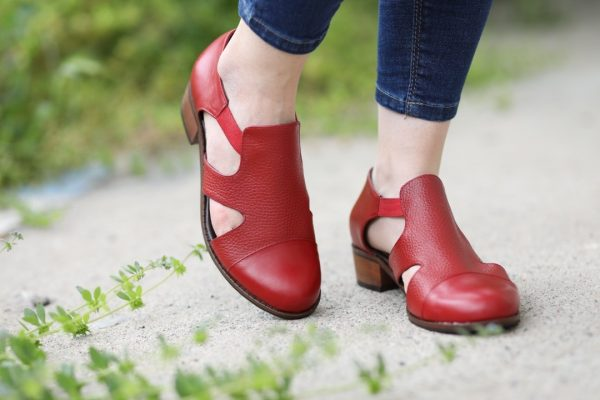 کفش دخترانه قرمز مدل سایا چرم تبریز