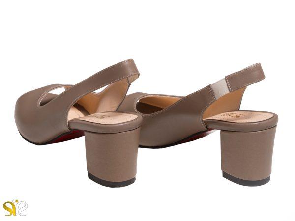 کفش زنانه رنگ کرم با پاشنه پهن ۵ سانتی متری مدل آسانا
