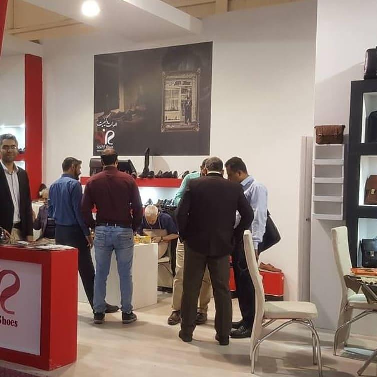 دوخت زنده کفش چرمی توسط حاج محمد خادم در نمایشگاه چرم و کیف تهران
