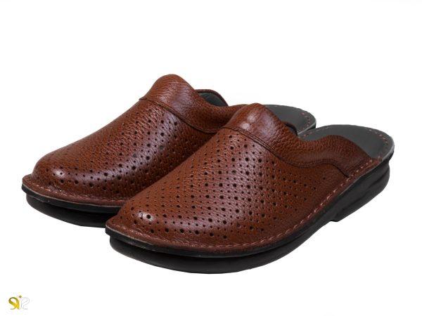 دمپایی مردانه چرمی مدل کاستر سوراخدار رنگ عسلی - کفش سی سی