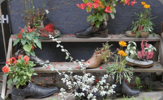 روش های خلاقانه استفاده از کفش های کهنه و قدیمی