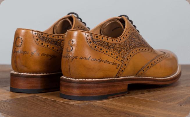 خال کوبی بر روی محصولات چرمی مانند کفش، کیف و لباس (The tattoo Leather)