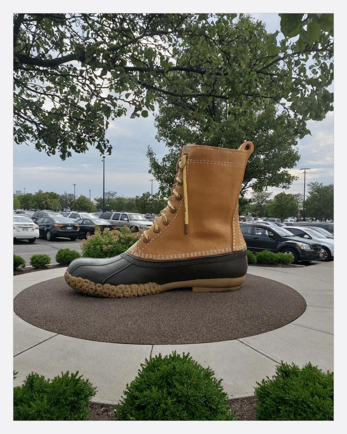 کفش های آقای لئون لئونوود بین  (Leon Leonwood Bean)با برند  (L.L. Bean)