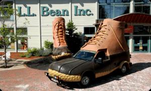 کفش های آقای لئون لئونوود بین (Leon Leonwood Bean) با برند (L.L. Bean)