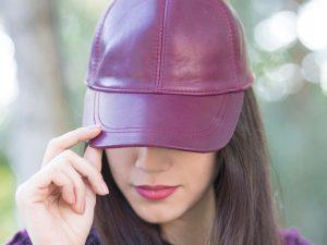 کلاه چرمی رنگ ارغوانی