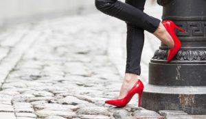 ۶ روش موثر در گشاد کردن کفش های تنگ