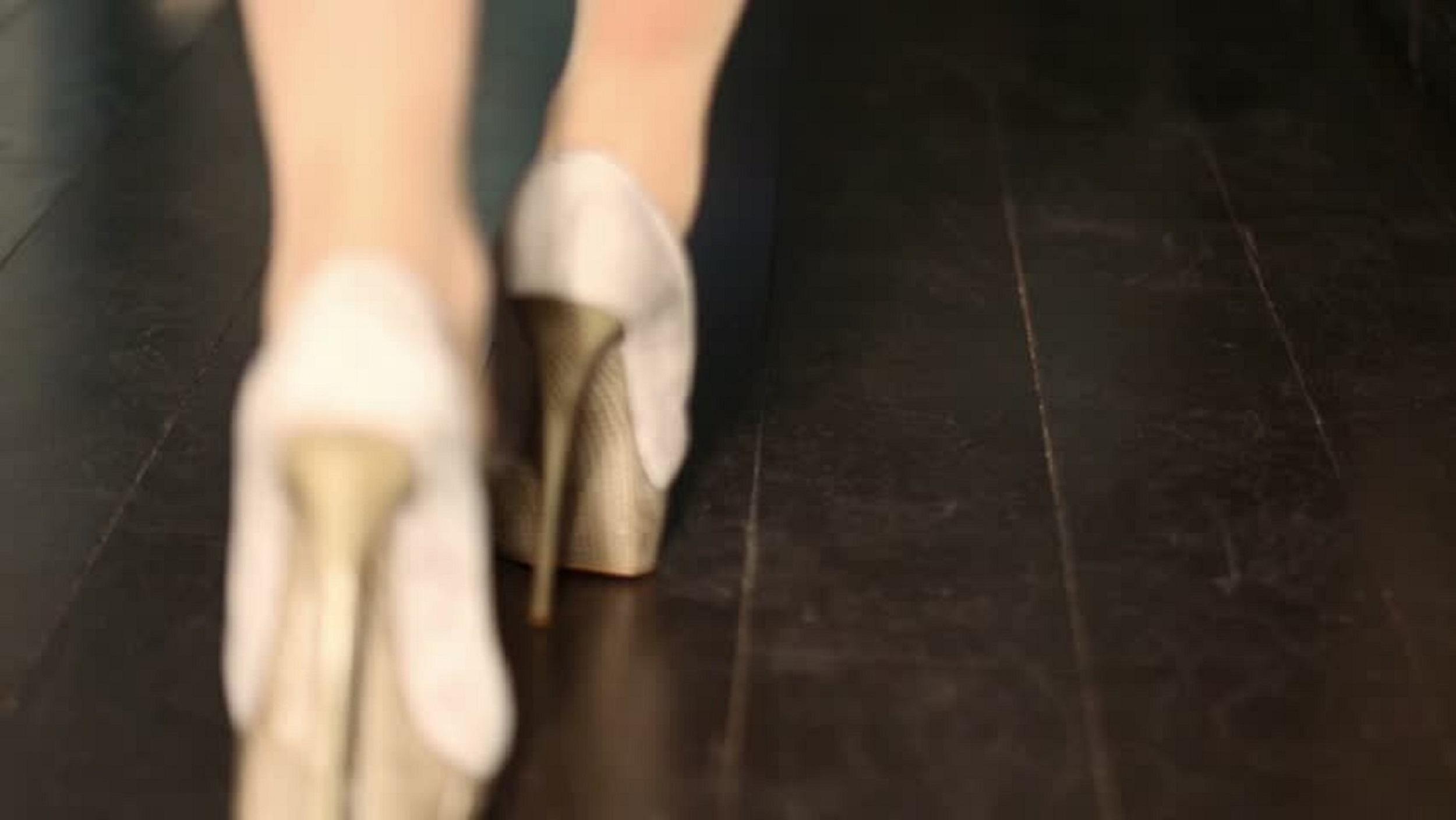 خانم های دارای مچ پای ضخیم چه کفش هایی را باید انتخاب کنند؟