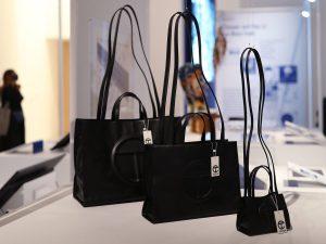 راهنمای خرید کیف دستی از سی سی؛ خانم های کوتاه قد، چه نوع کیف هایی باید انتخاب کنند؟