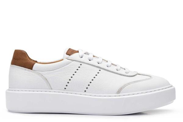 روشی عالی برای تمیز کردن کفش های اسپورت سفید