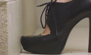 کفش های چرم دفرمه شده و آسیب دیده را چگونه تعمیر کنیم؟